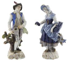 | Coppia di sculture in porcellana policroma | A pair of polychrome porcelain figurines