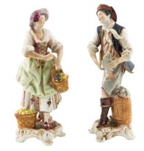 | Coppia di sculture in porcellana policroma | A Pair of polychrome porcelain sculptures