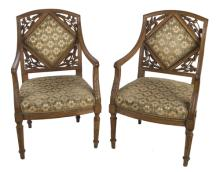 | Coppia di poltrone venete in noce Luigi XVI | A Pair of Venetian Louis XVI armchairs