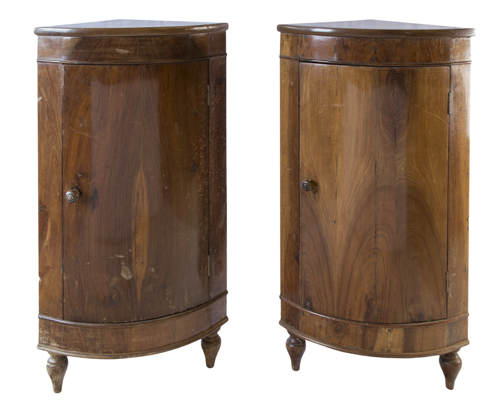 | Coppia di angoliere in noce XIX secolo | Pair of walnut corner table