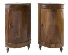| Coppia di angoliere in noce XIX secolo | Pair of walnut corner table