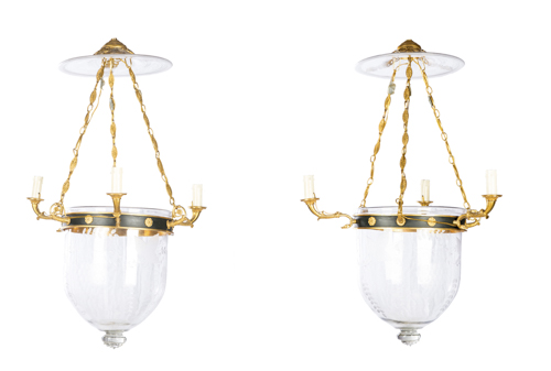 | Coppia di lampadari in stile impero |  Pair of three-light chandelier with glass bells