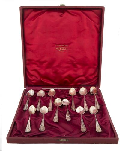 | Dodici cucchiaini in argento |