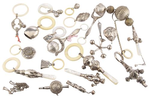   Lotto di venti antichi sonagli per infanti   A collection of twenty ancient bells for infants