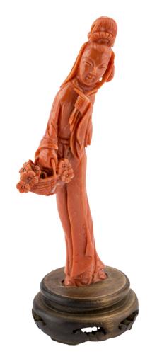 | Guanyin in corallo, Cina inizio XX secolo | Red coral sculpure of Guan Yin