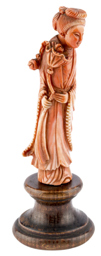 | Guanyin in corallo, Cina XIX secolo | Red Coral Sculpture of Guan Yin