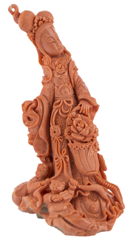 | Scultura in corallo raffigurante Guanyin, XX secolo | Finely carved Red coral Sculpture of Guan Yin