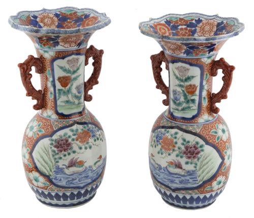 | Coppia di vasi in porcellana policroma Giappone XIX-XX secolo |