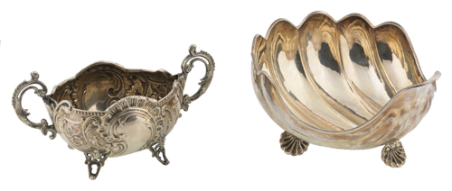 | Lotto di una saliera e una ciotola a forma di conchiglia in argento |
