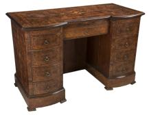 | Scrivania da centro Inghilterra inizi XX secolo | Early Twentieth Century England walnut Desk