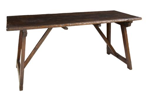 | Tavolo basso con elementi antichi | Walnut Table