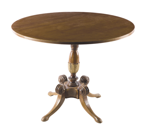 | Tavolo tondo in Noce | Round Walnut Table