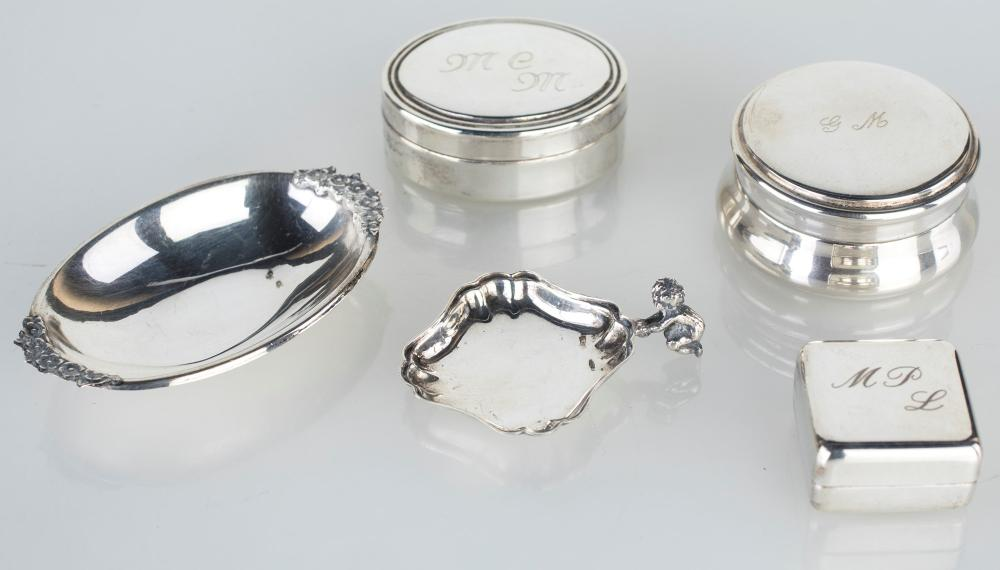 LOT CONSISTING OF FIVE SMALL FAVORS IN 800/1000 SILVER