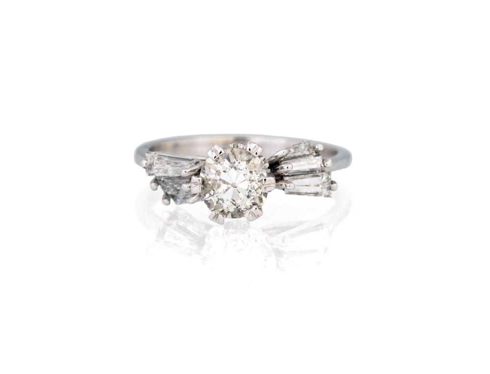 Lot 242: ANTIQUE SOLITARY DIAMOND RING