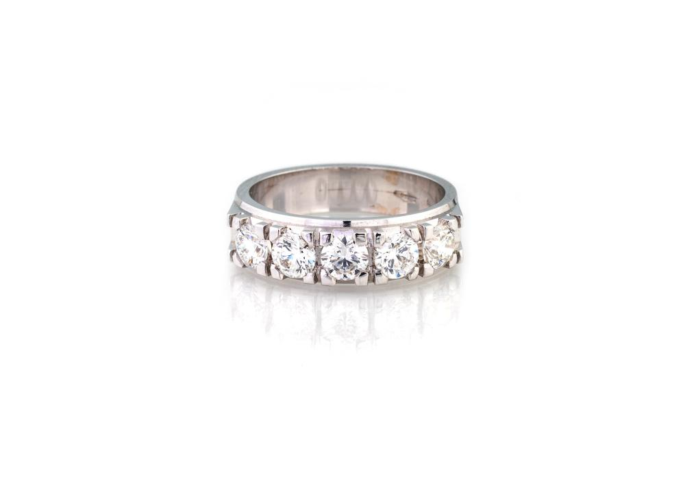 MARRIAGE RING WITH 5 DIAMONDS
