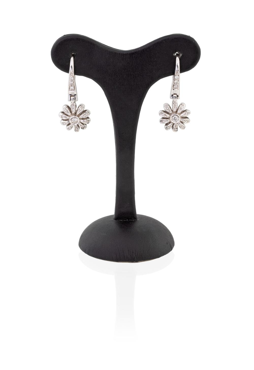 DIAMOND EARRINGS WITH FLOWER