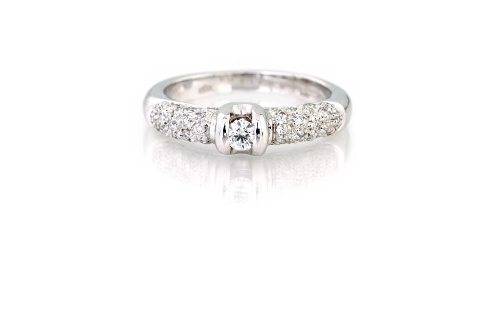 Lot 263: SOLITAIRE RING
