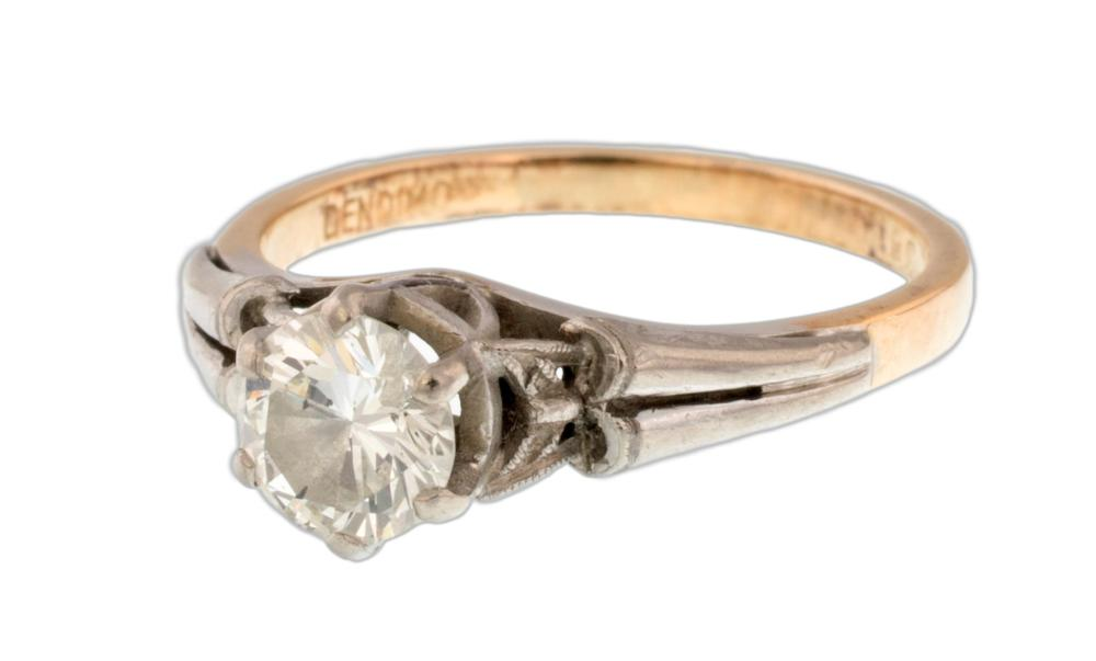 Lot 270: SOLITAIRE RING