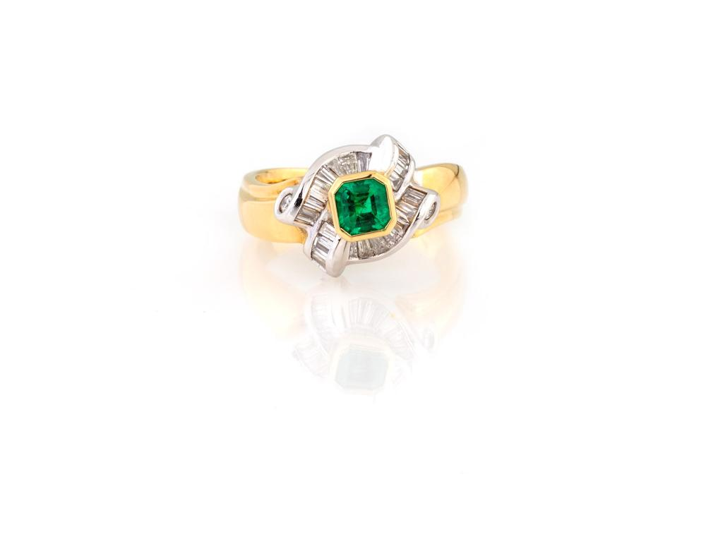 Lot 309: EMERALD RING