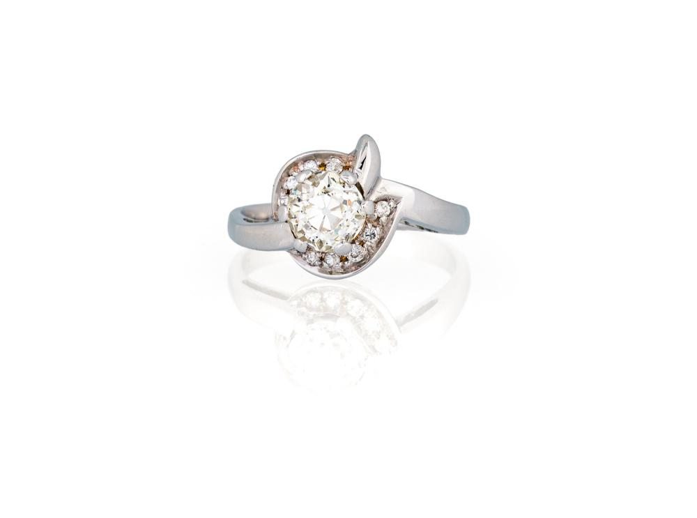 Lot 310: SOLITARIE DIAMOND RING