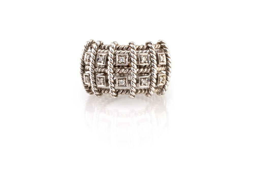 Lot 424: STRIPED BAND