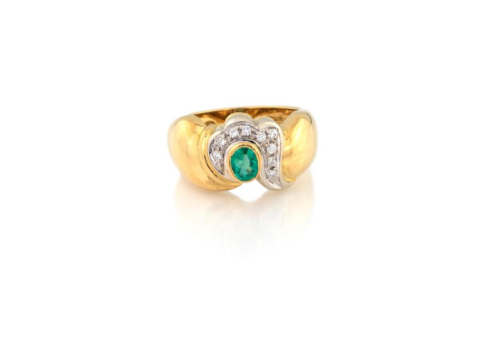 Lot 440: EMERALD RING