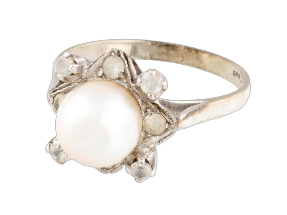 Lot 468: PEARL RING