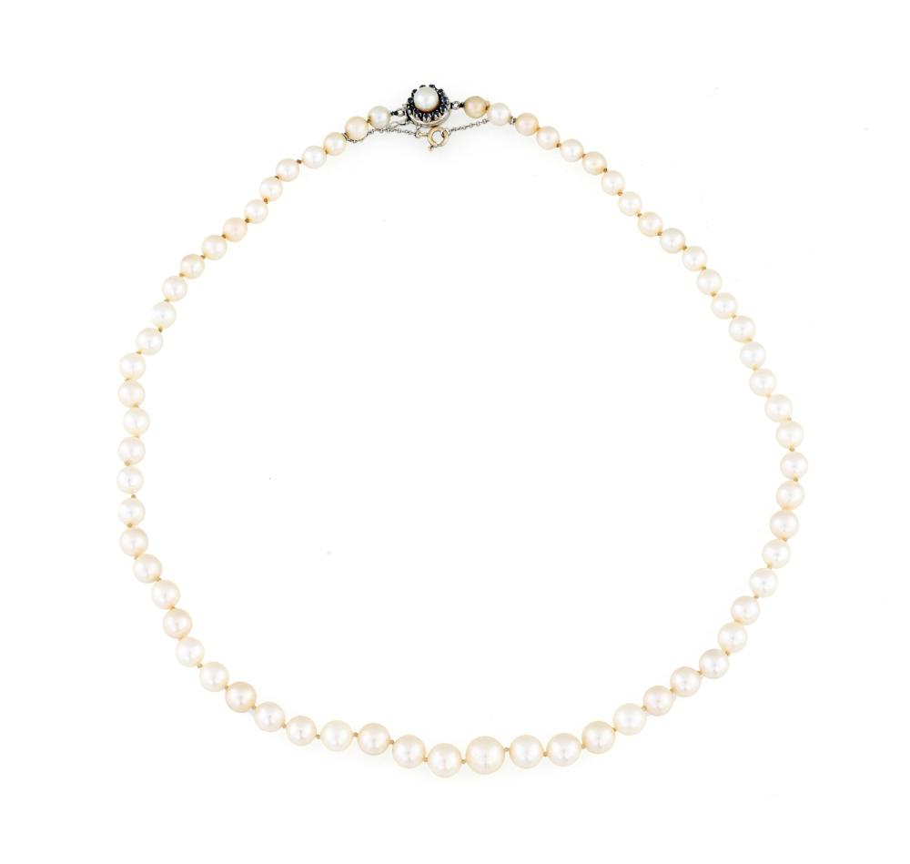 Lot 474: JAPANESE PEARLS NECKLACE