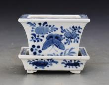 Chinese Qing Styeld Blue and White Flowerpot Painted with Flowers and Birds W:8cm H:11cm