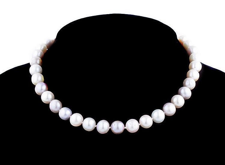 A varicoloured freshwater cultured pearl necklace