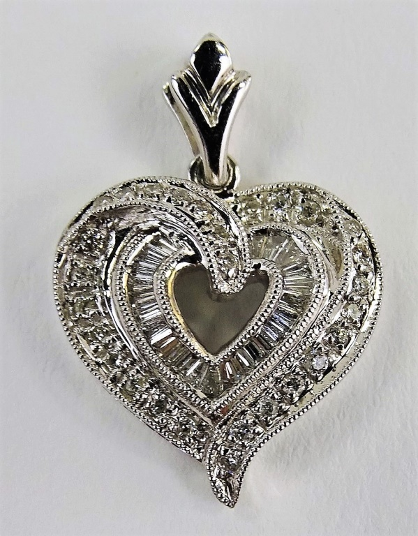 LADIES 18KT WHITE GOLD DIAMOND HEART CHARM PENDANT