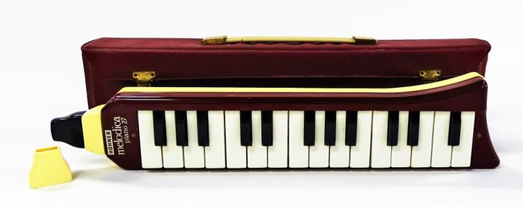 VINTAGE HOHNER MELODICA PIANO 27 MADE IN GERMANY