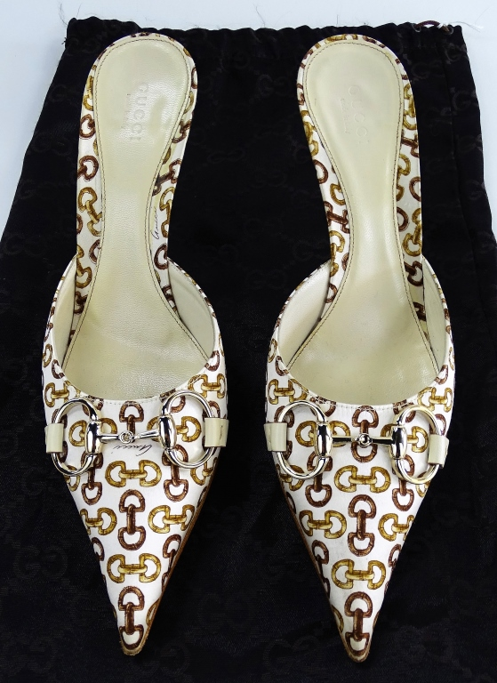 VINTAGE WOMANS GUCCI HORSEBIT HEEL