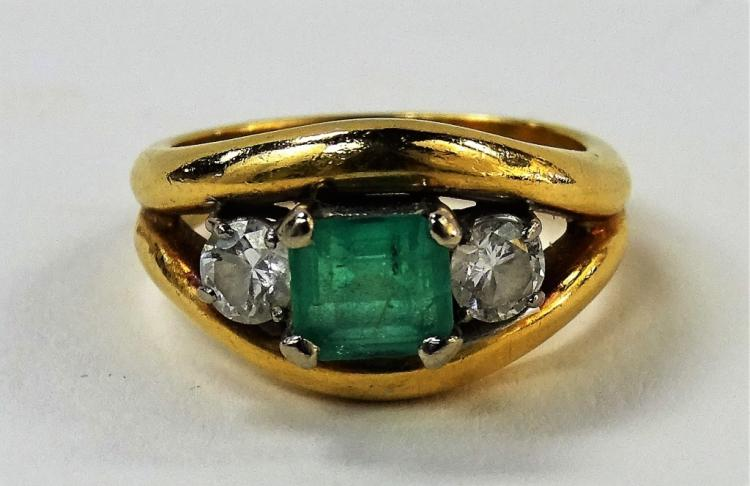 LADIES 18KT YELLOW GOLD EMERALD & DIAMOND RING