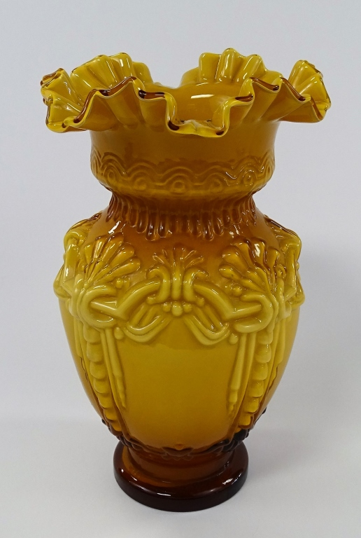 VICTORIAN AMBER TO GOLD GLASS VASE RUFFLED RIM
