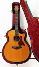 TAYLOR GRAND AUDITORIUM ACOUSTIC ELECTRIC GUITAR