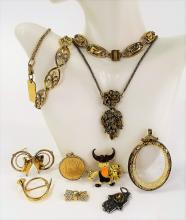 FINE LOT OF VINTAGE COSTUME JEWELRY INC HOLLYCRAFT
