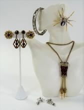 FINE LOT OF VINTAGE COSTUME JEWELRY INC BOUCHER