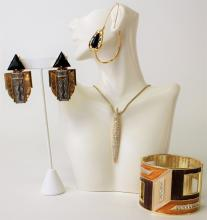 CONTEMPORARY LOT OF ASSORTED COSTUME JEWELRY