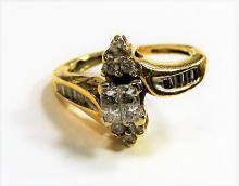 LADIES ELEGANT 14KT YELLOW GOLD & DIAMOND RING