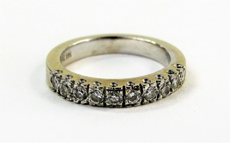 LADIES 14KT WHITE GOLD DIAMOND WEDDING BAND