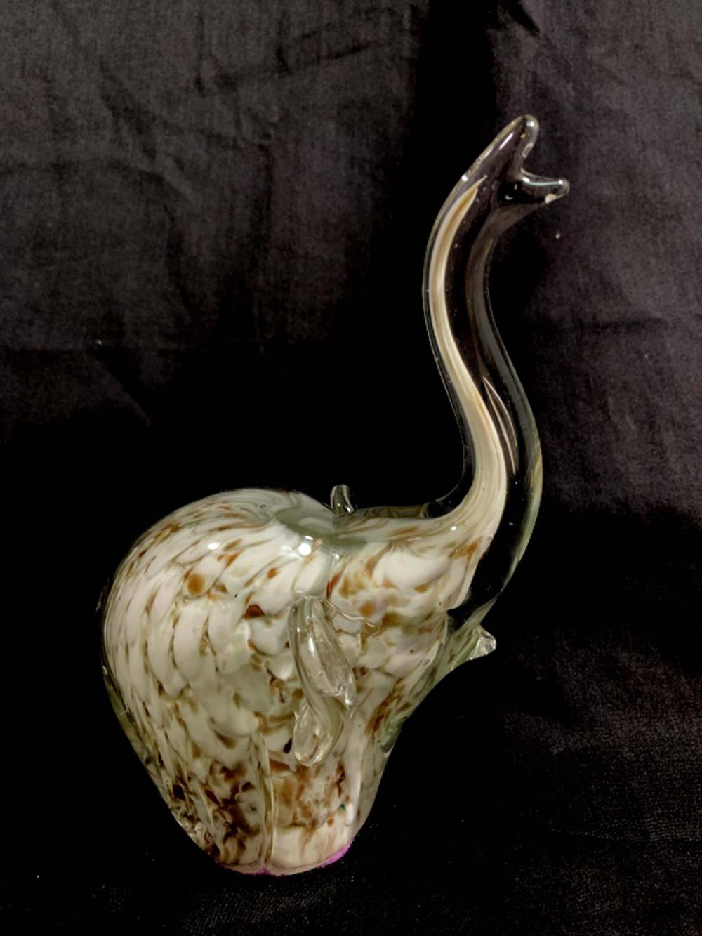 GORGEOUS GOLD INFUSED WHITE ELEPHANT GLASS SCULPTURE