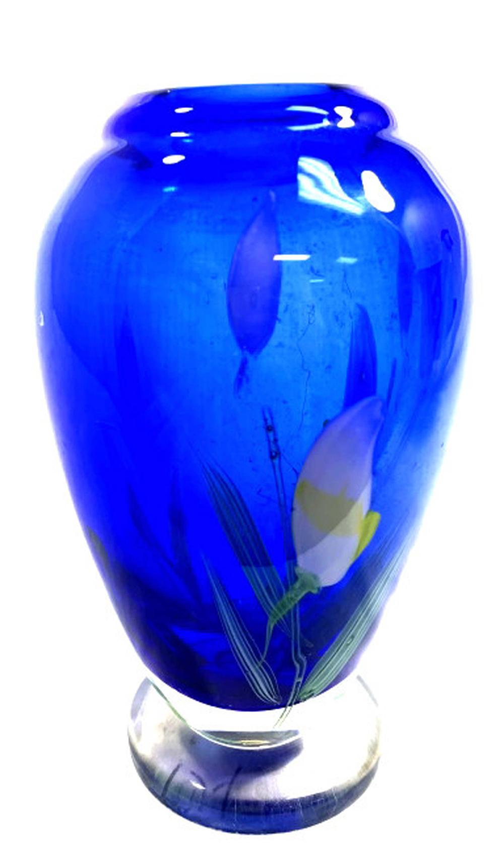PRETTY FLORAL INFUSED BLUE TO CLEAR ART GLASS VASE