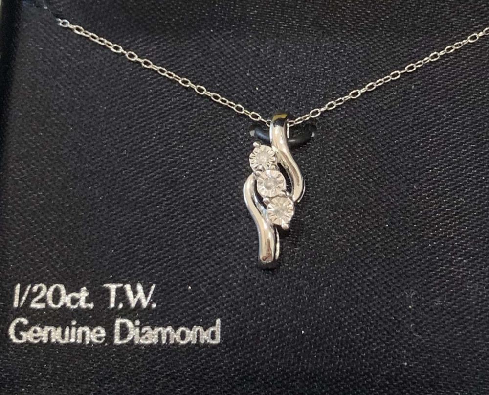 STUNNING DIAMOND ACCENT PAST,PRESENT,FUTURE NECKLACE