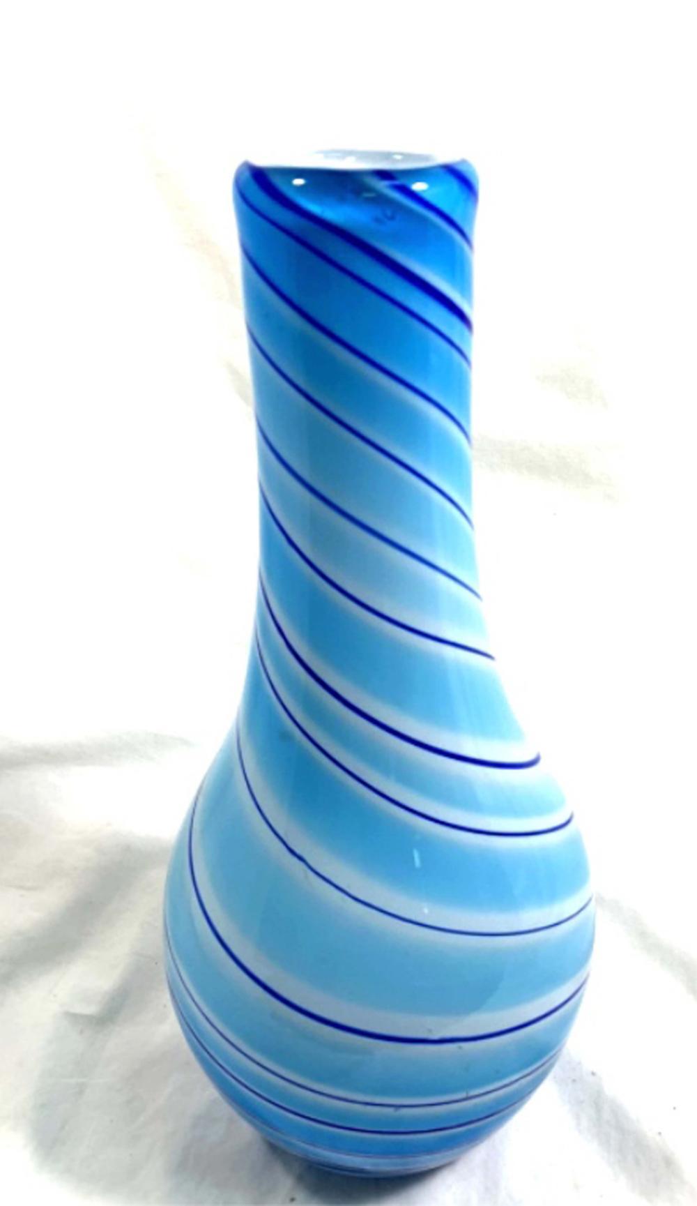 OUTSTANDING LIGHT BLUE SWIRL PATTERN ART GLASS VASE