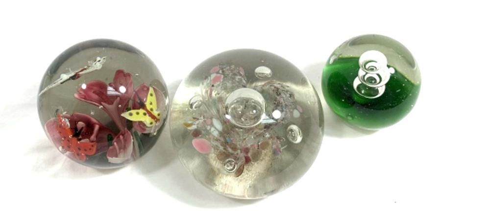 LOVELY LOT OF 3 VINTAGE MURANO GLASS 3D PAPERWEIGHTS