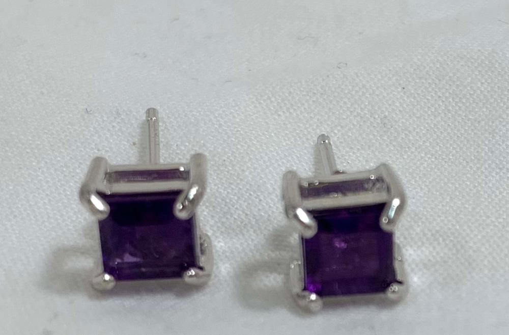 PRETTY PRINCESS CUT 1CT AMETHYST SOLITAIRE EARRINGS
