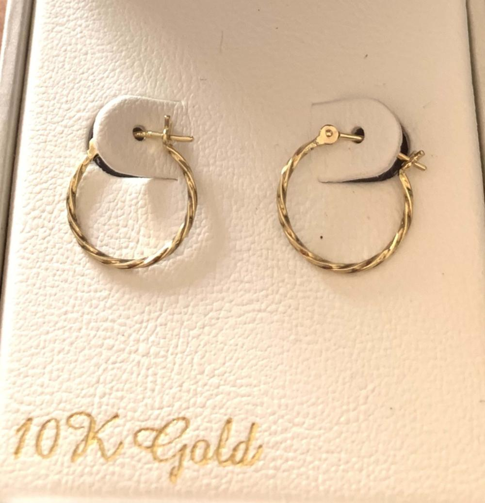 Lot 30: LADIES LOVELY 10K GOLD TWIST HOOP EARRINGS