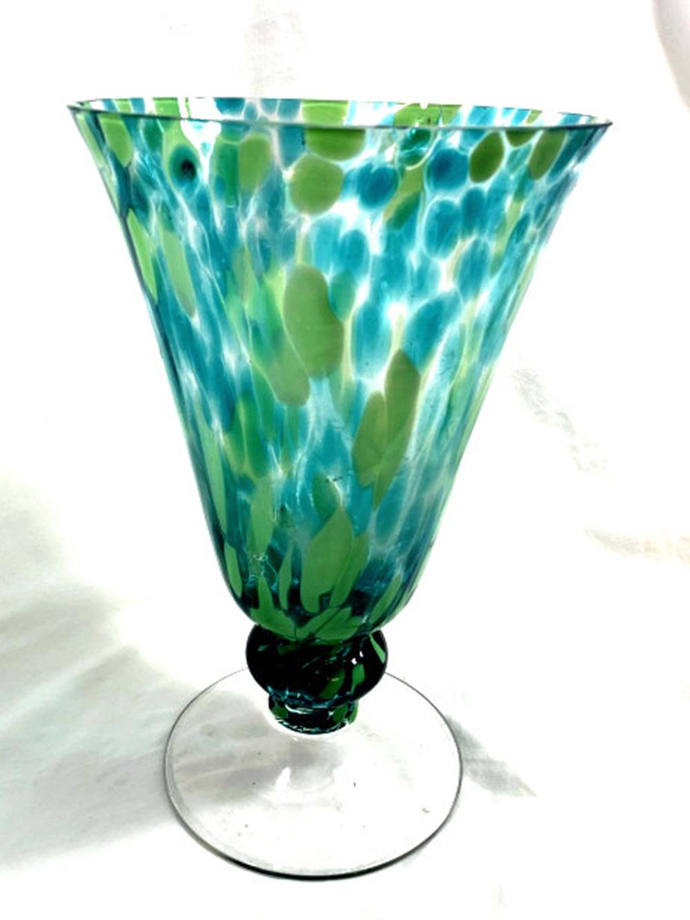 Lot 87: EXQUISITE YELLOW/GREEN/ SPOTTED VENETIAN GLASS VASE