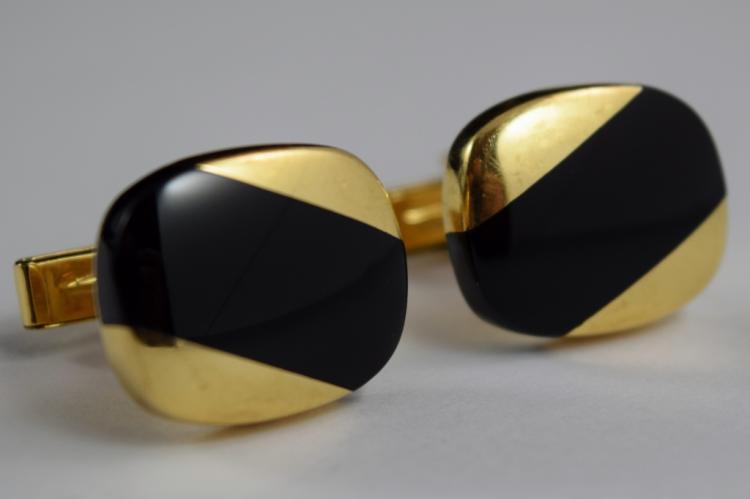 14K GOLD WITH AN ONYX STRIPE CUFFLINKS MARKED 585
